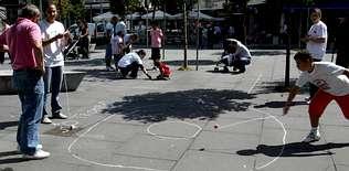 El buen tiempo y un programa variado animaron la primera Festa Cidadá del Ensanche en la plaza Roxa